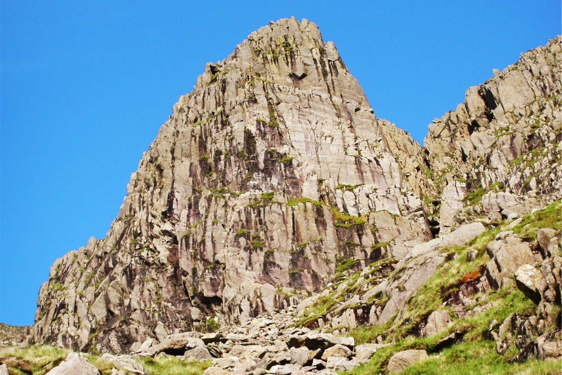 3-Bowfell-Buttress-in-the-morning-Sun